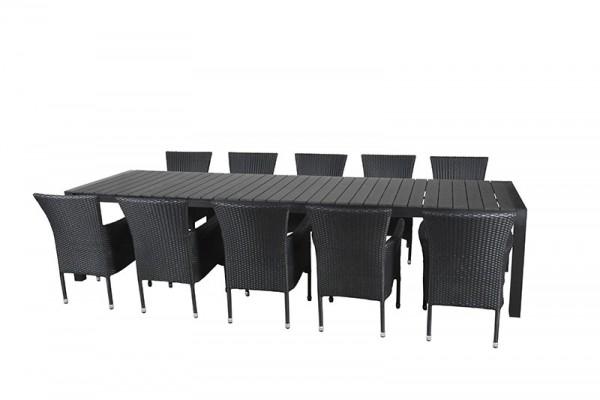 Johanne med 10 Cebu stole